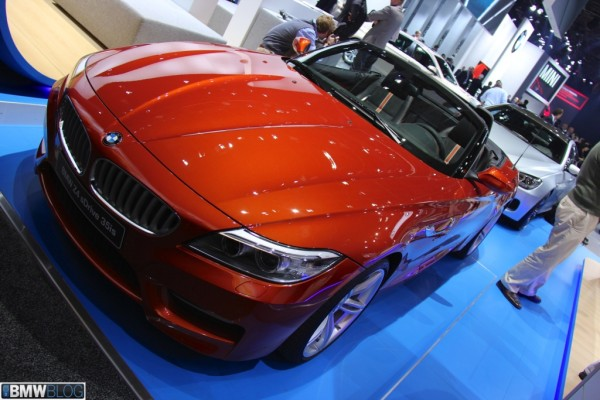 BMW Z4 Facelift в цвете Valencia Orange NAIAS 2013 01